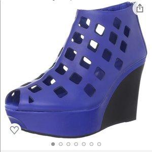 Brand new wedge shoe